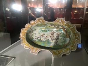 Bandeja cerámica con escena de caza. Museo Ruiz de Luna. Talavera de la Reina. Toledo.